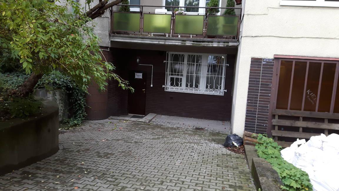Fundacja CEL - wejście do drugiego lokalu od podwórka